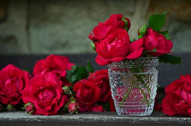 Røde roser i indretningen